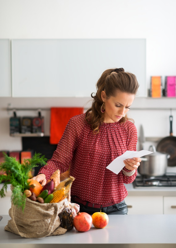 woman mother food grocery budget shopping kitchen