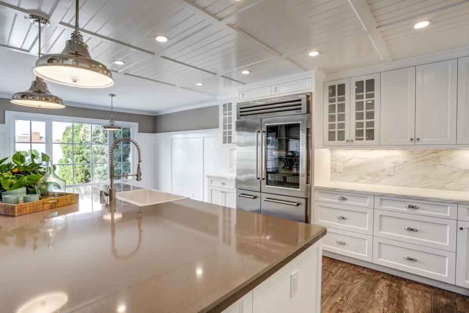 CI-Greige-Design_kitchen-with-coffered-ceiling.jpg.rend.hgtvcom.966.644