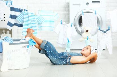 little-homemaker-laundry-child